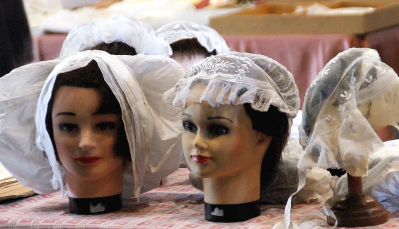 Bourse de St Benoit 2014 - expo de coiffes